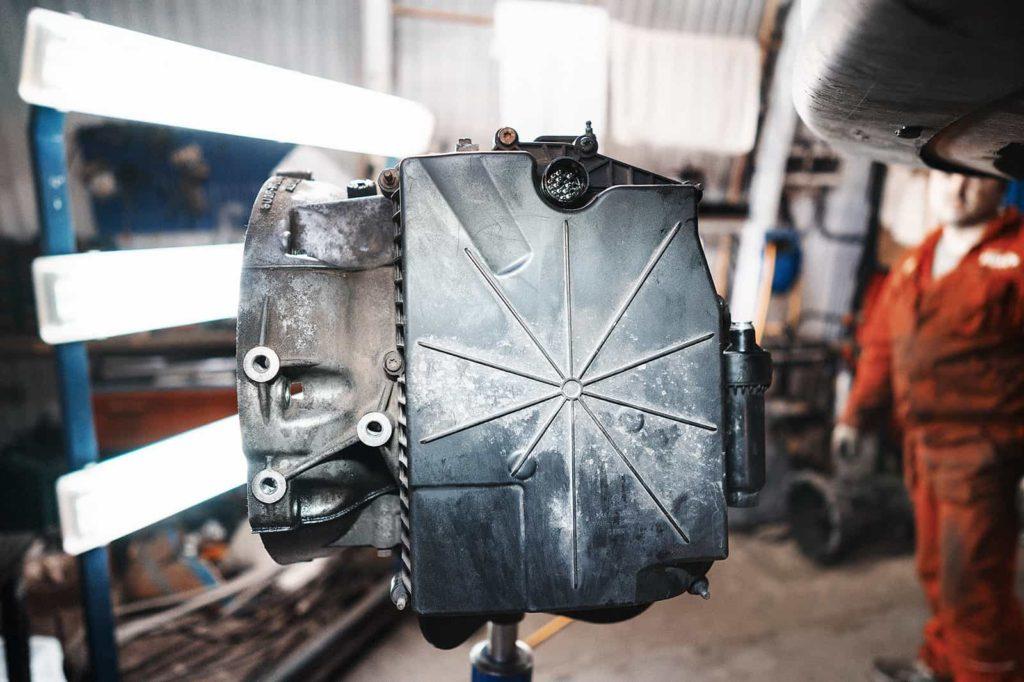 Пластиковый поддон защищает блок клапанов