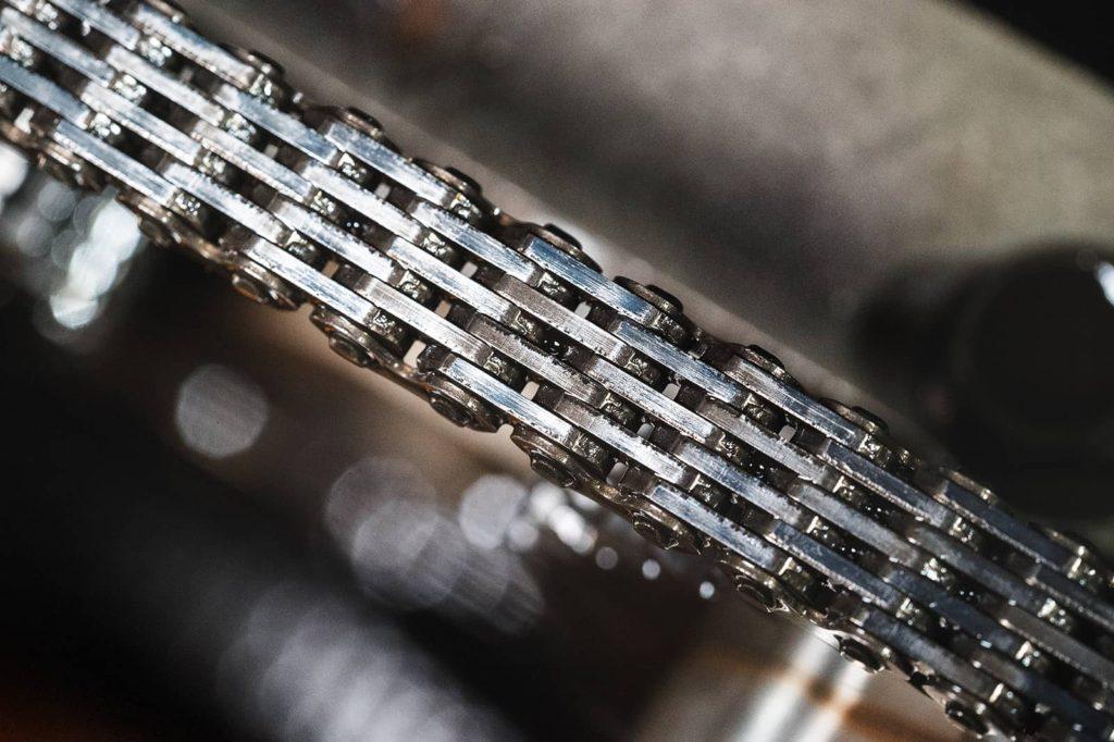 Повреждения звеньев цепи ГРМ