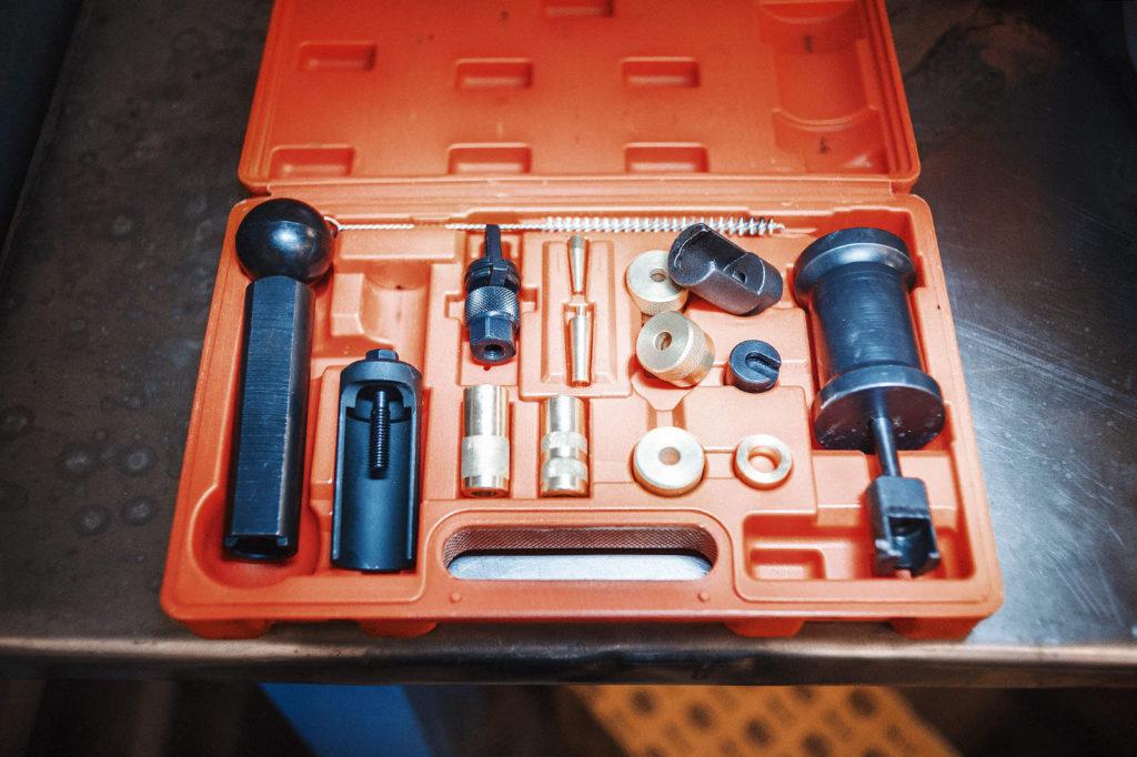 Набор для снятия и обслуживания топливных форсунок