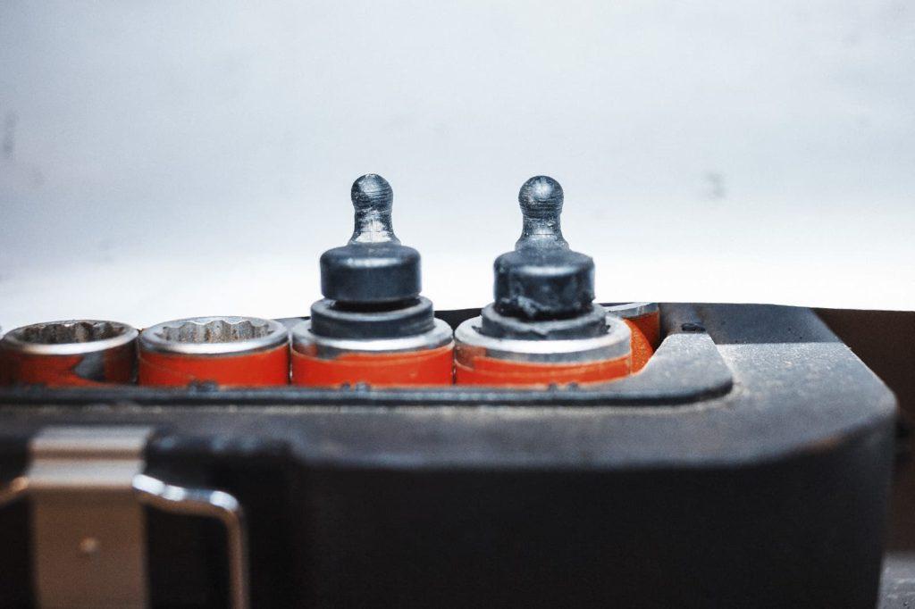 Износ поводков первого и второго ряда цилиндров