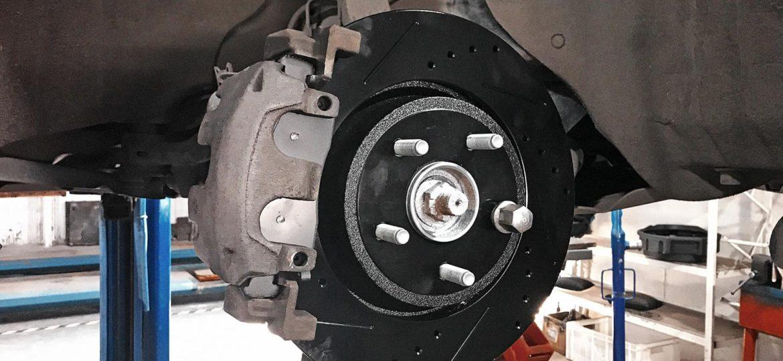 Перфорированные тормозные диски Гранд Чероки во всей красе