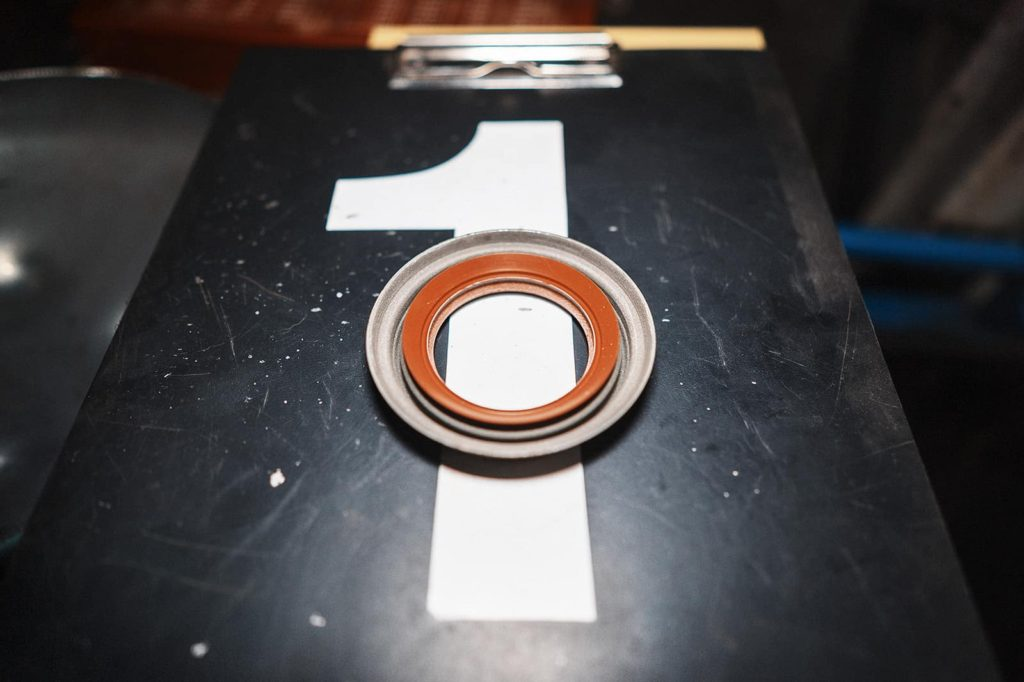 Сальник раздатки Додж Нитро на задний кардан
