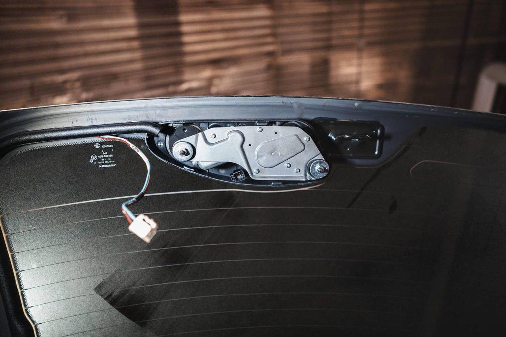 Мотор заднего стеклоочистителя