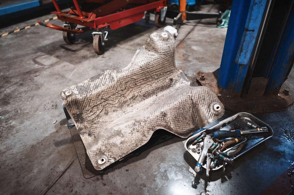 Снимаем защиту кардана Гранд Чероки WK2
