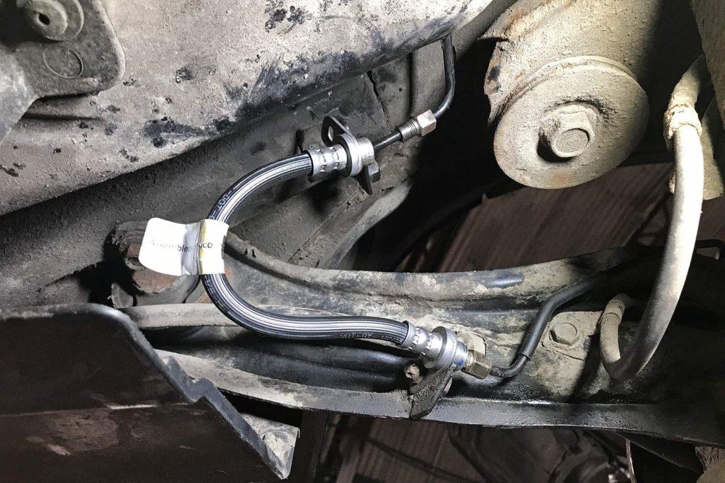 Вынужденный ремонт тормозной трубки Додж Авенджер