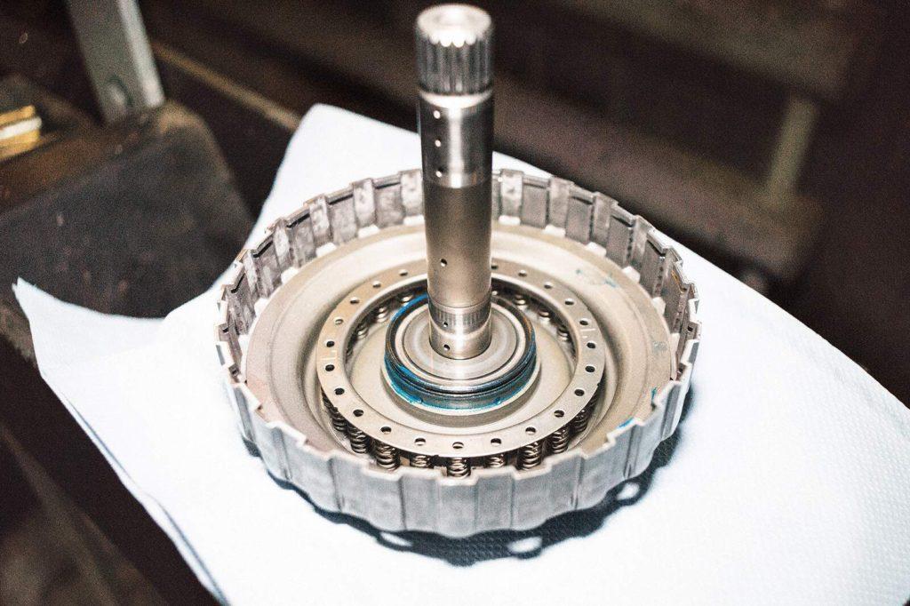 Возвратная пружина поршня коробки передач Т5