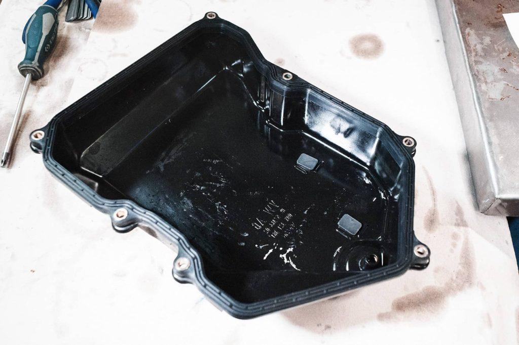 Поддон коробки передач Т5 с магнитами