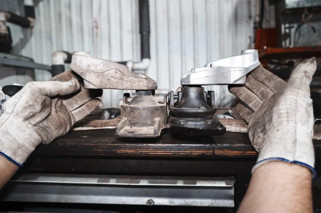 Сравнение новой и старой опоры двигателя Додж Джорни