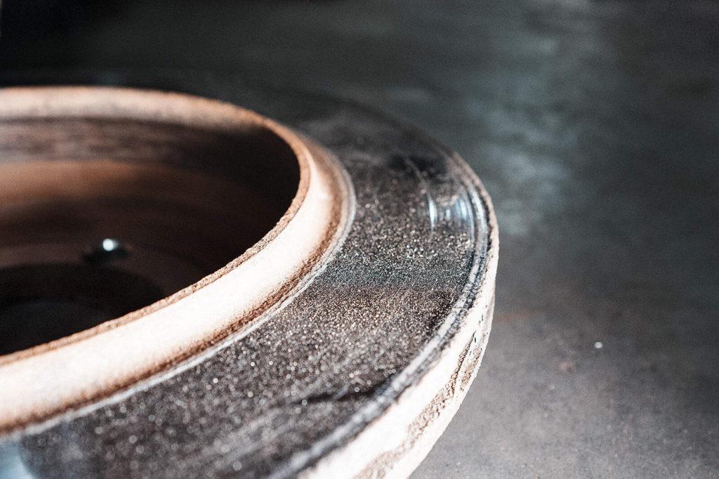 Коррозия тормозного диска, неравномерность износа поверхности