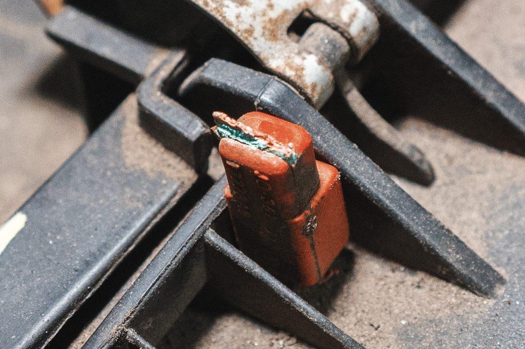 Куча окислов и слабый намёк на медь