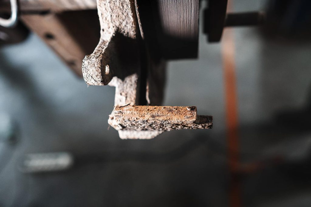 Количество ржавчины под пластиной скольжения