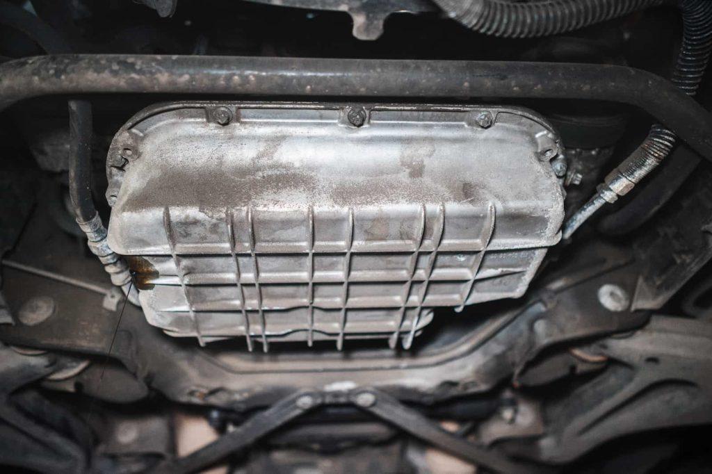 Сливаем масло из двигателя