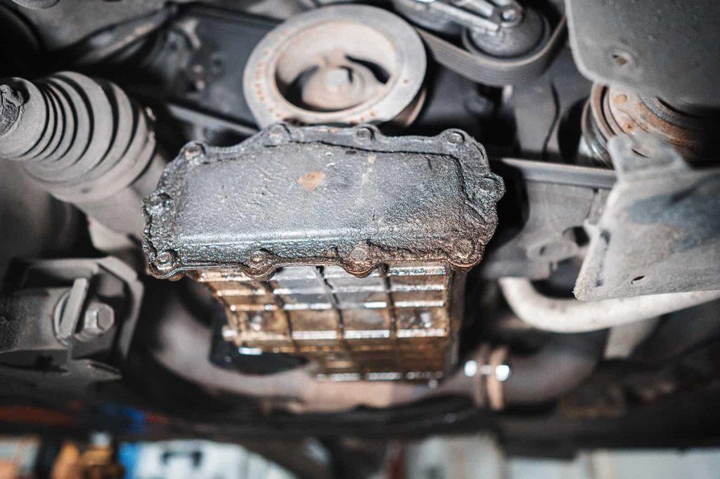 Течь боковой крышки поддона двигателя