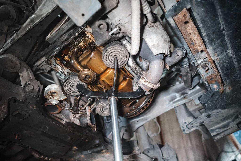 Подпираем двигатель при помощи смекалки